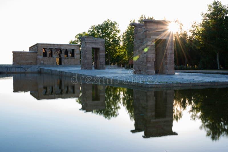 Templo de Debod en la puesta del sol, Madrid imagen de archivo