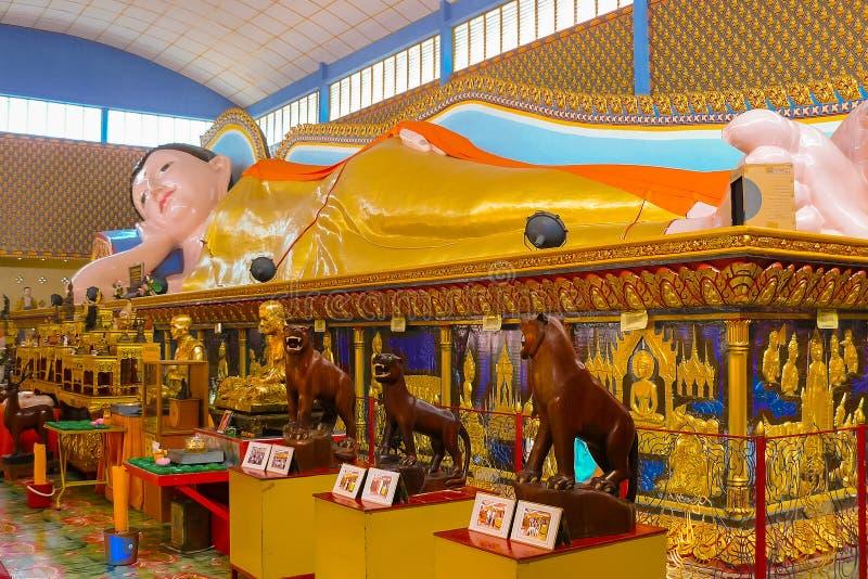 Templo de descanso Wat Chayamangkalaram de Buda imagen de archivo