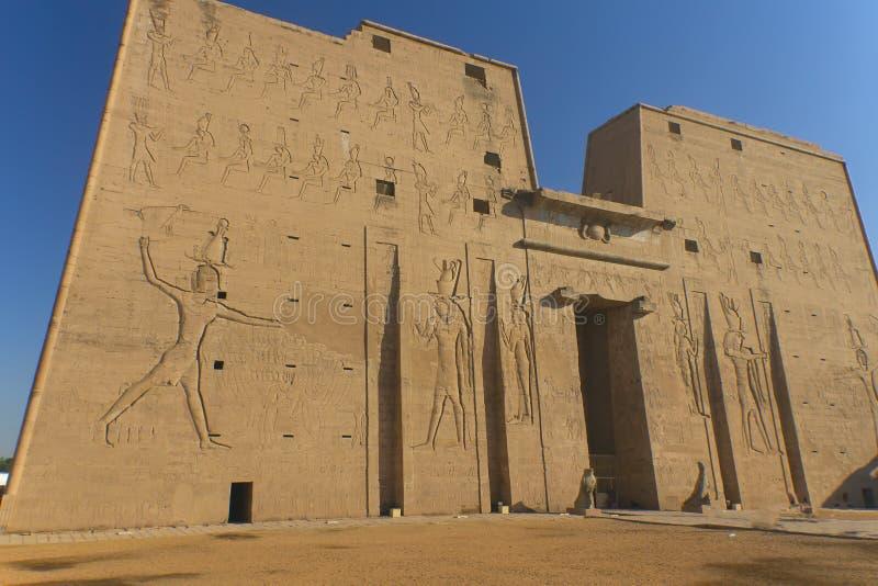 Templo de dios Horus (Edfu, Egipto) imagenes de archivo
