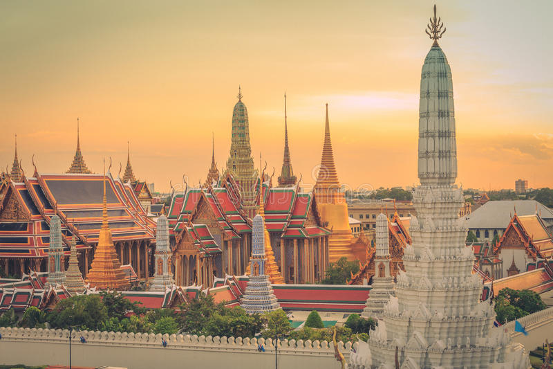 Templo de Emerald Buddha ou de Wat Phra Kaew, palácio grande, Banguecoque, Tailândia imagem de stock royalty free