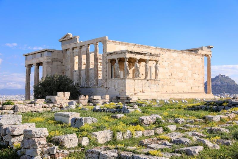 Templo de Erechtheion con el pórtico de la cariátide en la acrópolis de Atenas, Grecia Monumentos antiguos de la arquitectura del foto de archivo libre de regalías