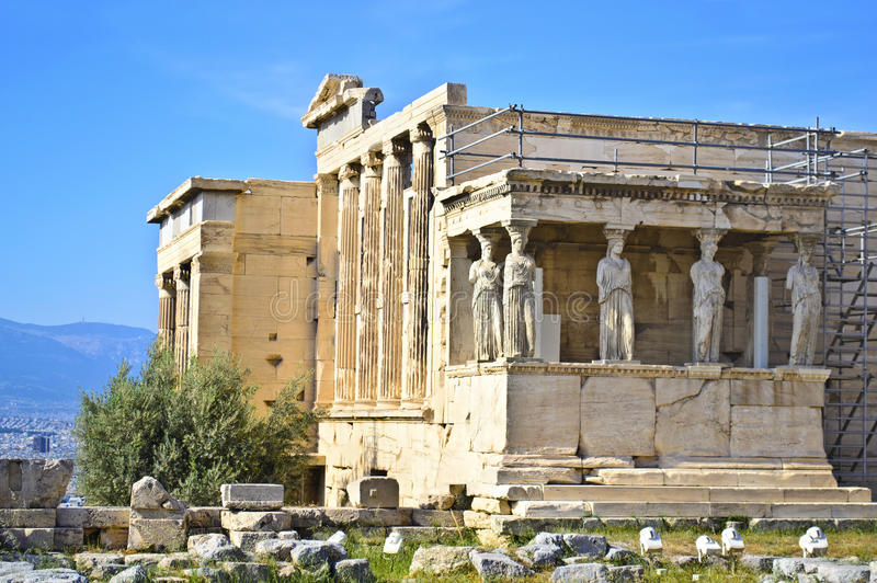 Templo de Erechtheion na acrópole Atenas Grécia imagens de stock