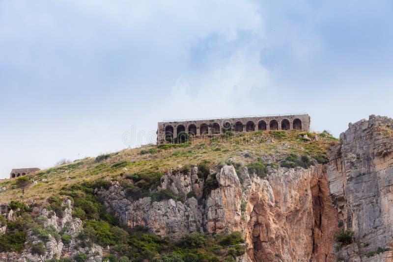 Templo de Etruscan do Júpiter em Terracina na montagem Sant 'Angelo, Terracina, Lazio, Itália fotos de stock royalty free