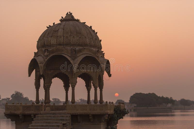 Download Templo De Gadi Sagar En El Lago Gadisar Foto de archivo - Imagen de india, historia: 64206474