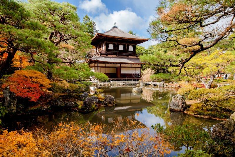 Templo de Ginkakuji da cena do outono em Kyoto, Japão fotografia de stock