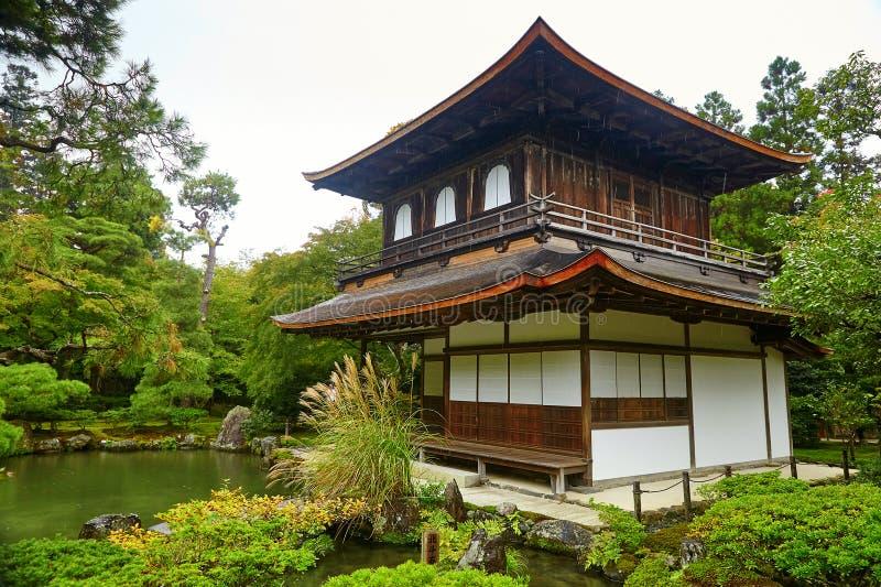 Templo de Ginkakuji (o pavilhão dourado) em Kyoto imagens de stock royalty free