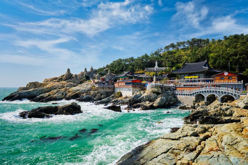 Templo de Haedong Yonggungsa Busán, Corea del Sur imagenes de archivo