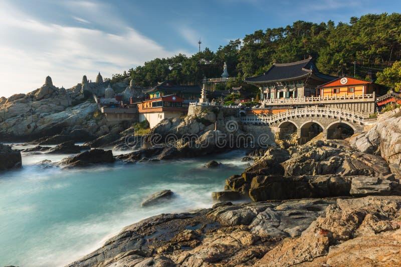 Templo de Haedong Yonggungsa em Busan, Coreia do Sul fotos de stock