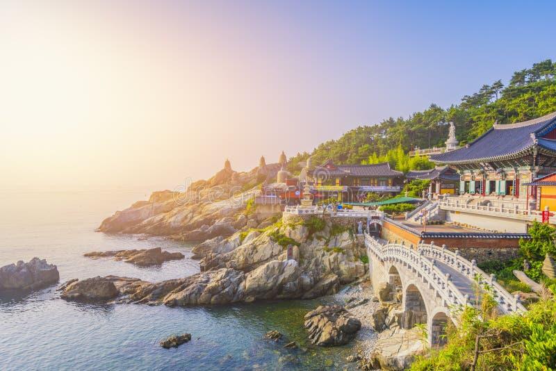 Templo de Haedong Yonggungsa en Busán, Corea del Sur fotografía de archivo