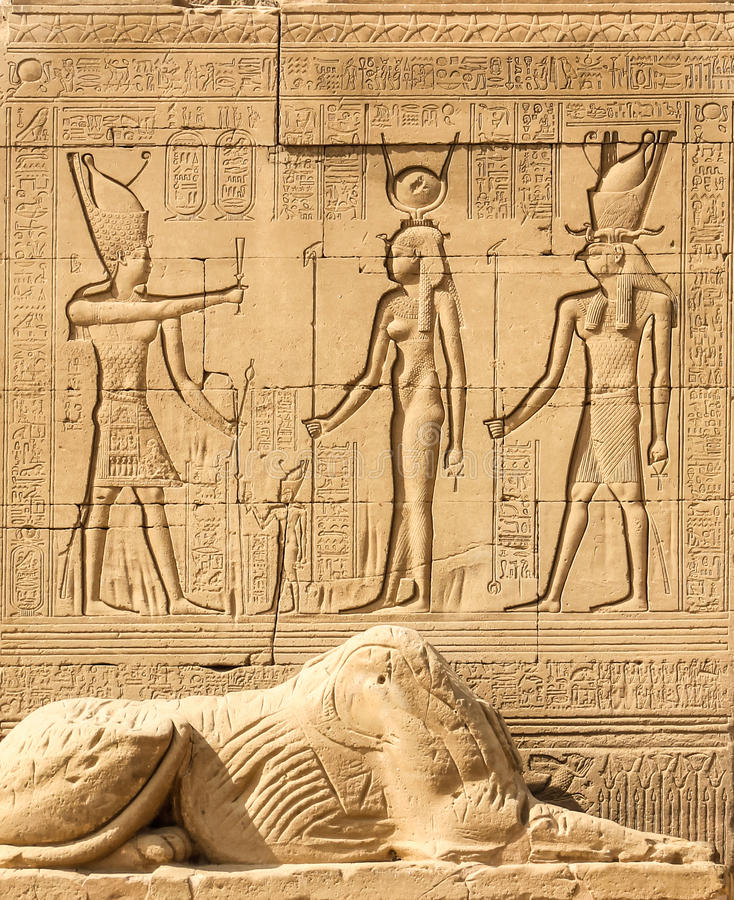 Templo de Hathor, Dendera, Cleopatra y Caesar Osiris, pared Luxor Egipto, muestras y símbolos fotos de archivo libres de regalías