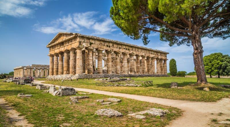 Templo de Hera en el sitio arqueológico famoso de Paestum, Campania, Italia imagen de archivo