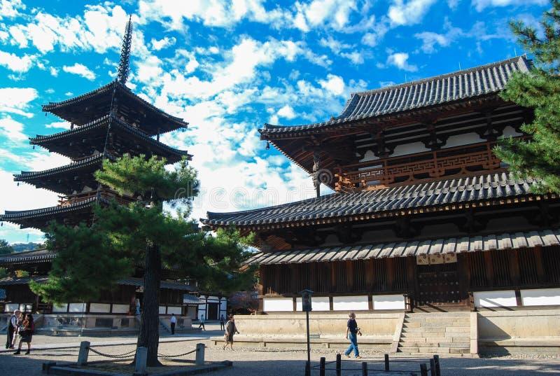 Templo de Horyuji, a estrutura de madeira a mais velha do mundo em Ikaruga fotos de stock