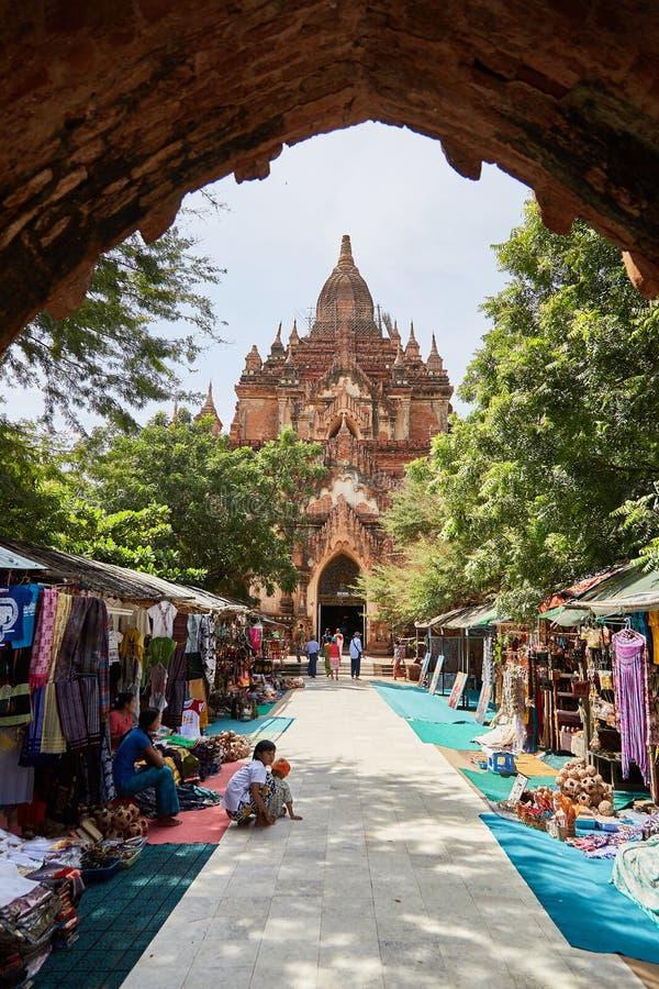 Templo de Htilominlo em Bagan, Myanmar fotos de stock royalty free