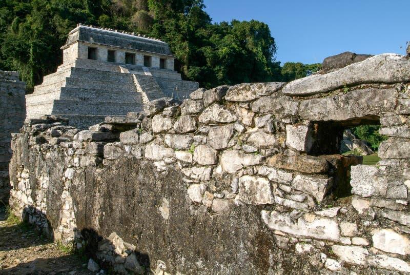 Templo de inscripciones en la ciudad maya antigua de Palenque fotografía de archivo