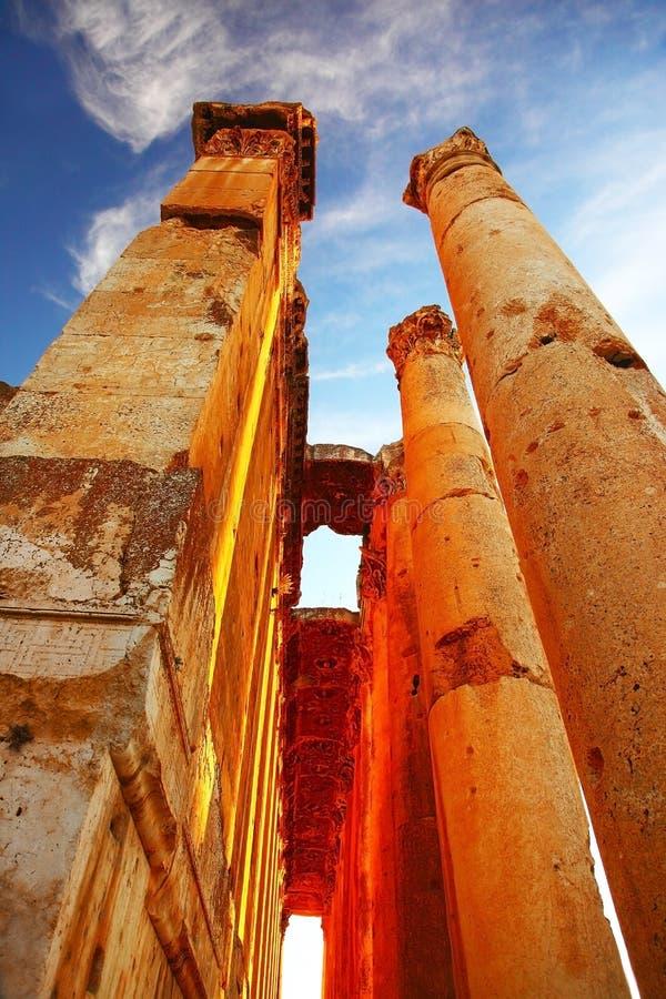 Templo de Júpiter sobre el cielo azul, Baalbek, Líbano imágenes de archivo libres de regalías