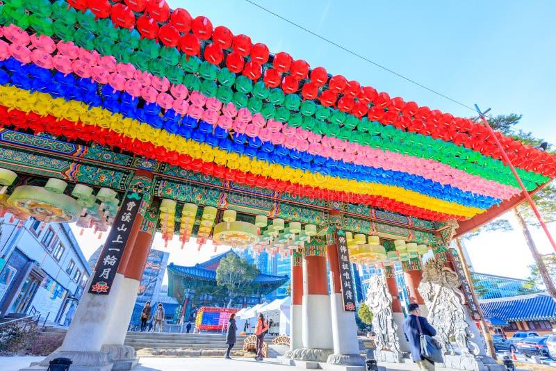 Templo de Jogyesa, con objeto del cumpleaños de Buda, situado en Jongno-gu, Seul fotografía de archivo libre de regalías