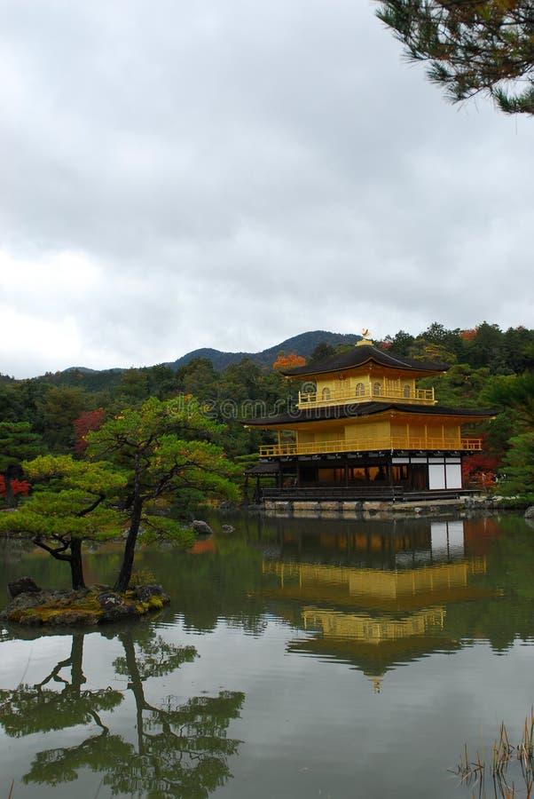 Templo de Kinkakugi em Kyoto foto de stock