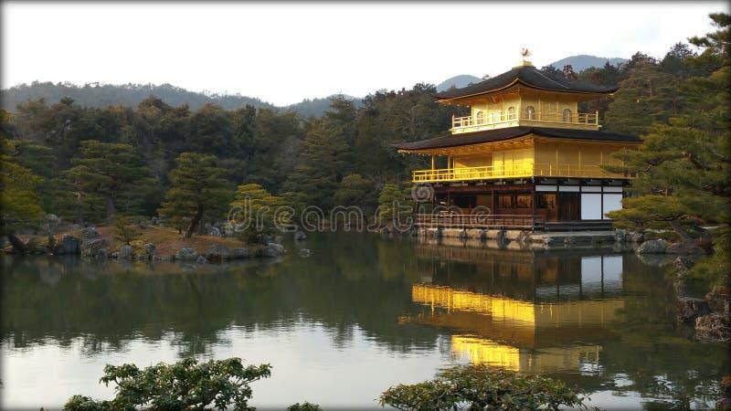 Templo de Kinkakuji (pavilhão dourado) em Kyoto imagens de stock royalty free