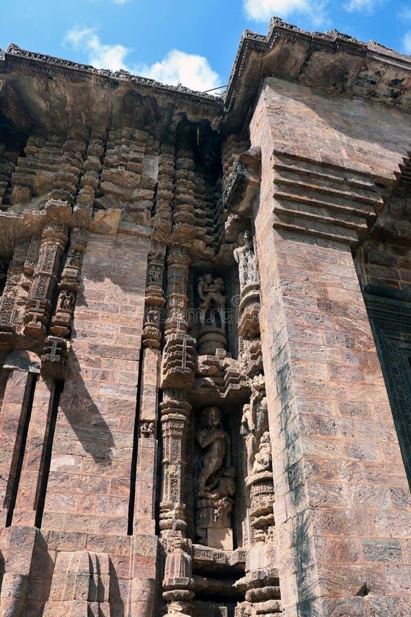 Templo de Konark Sun en Odisha, la India Erotismo y origen del kamasutra en escultura india Escultura er?tica del templo de Konar fotos de archivo libres de regalías