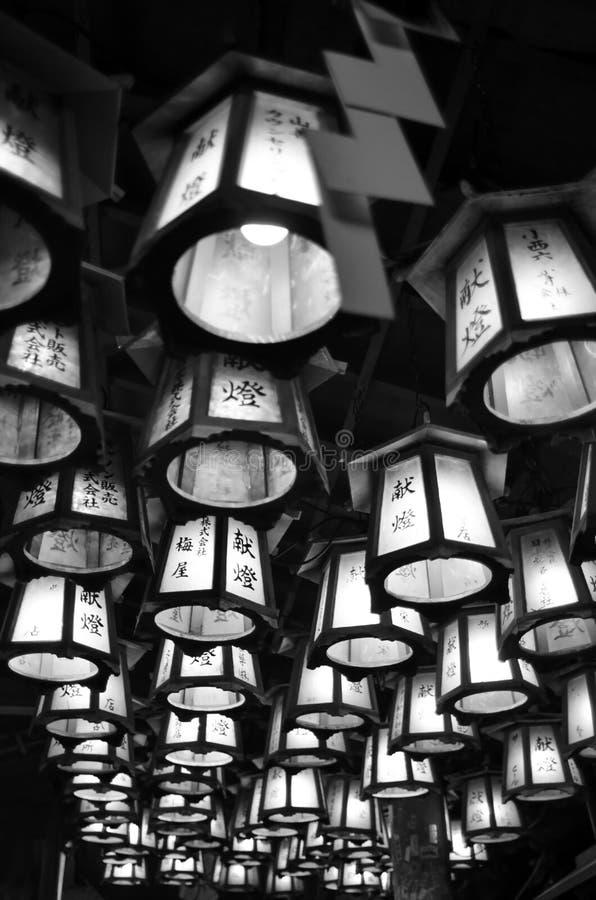 Templo de la cueva y lantan en Japón fotos de archivo