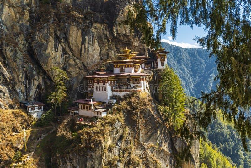 Templo de la jerarquía del tigre, valle de Paro - Bhután imagenes de archivo
