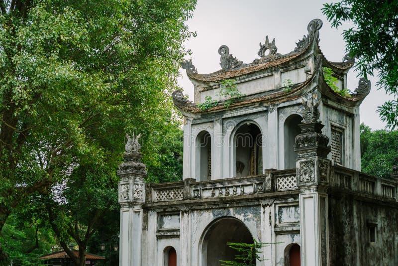 Templo de la literatura en la ciudad de Hanoi, Vietnam imágenes de archivo libres de regalías
