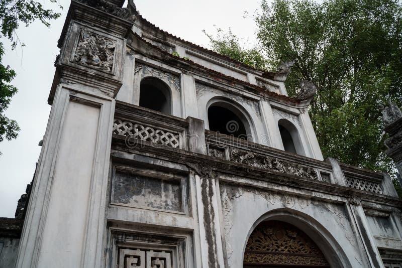 Templo de la literatura en la ciudad de Hanoi, Vietnam fotos de archivo