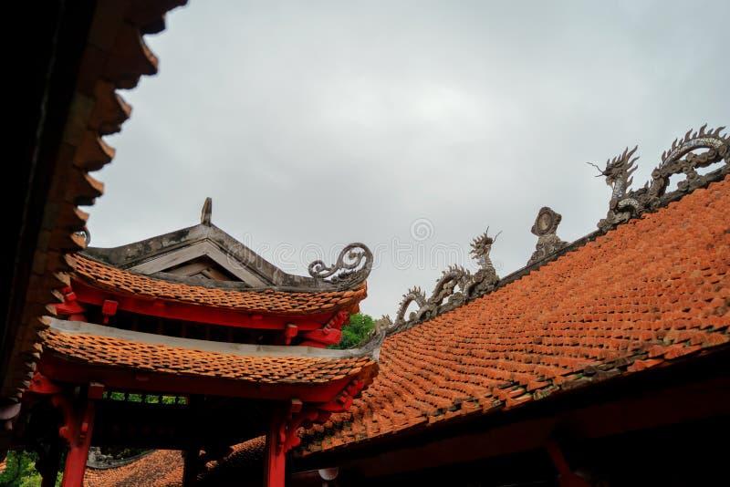 Templo de la literatura en la ciudad de Hanoi, Vietnam fotografía de archivo libre de regalías