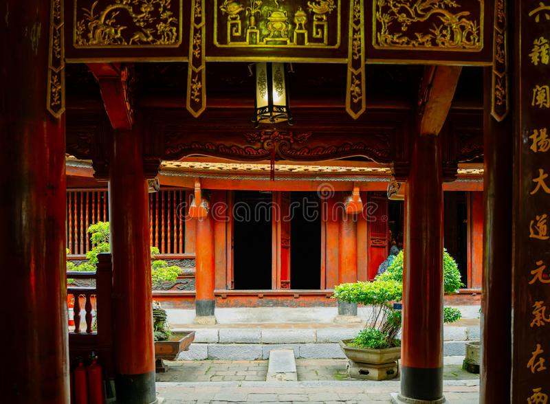 Templo de la literatura en la ciudad de Hanoi, Vietnam imagenes de archivo
