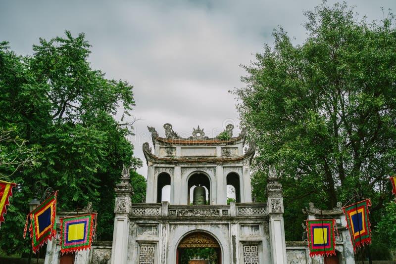 Templo de la literatura en la ciudad de Hanoi, Vietnam imagen de archivo libre de regalías