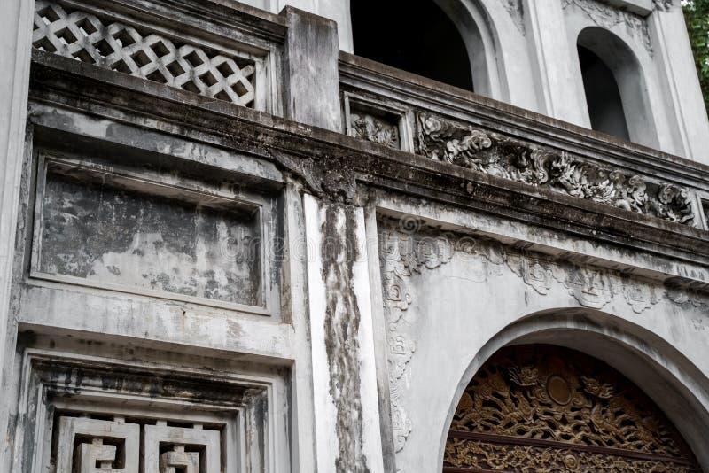 Templo de la literatura en la ciudad de Hanoi, Vietnam imagen de archivo