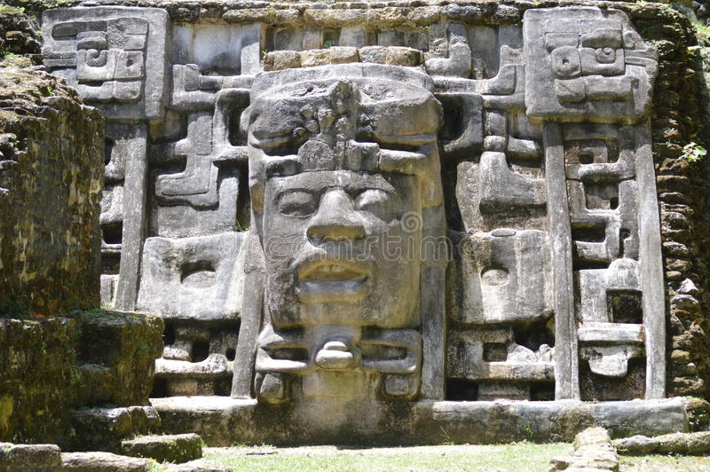 Templo de la máscara, Lamanai, Belice imagen de archivo libre de regalías