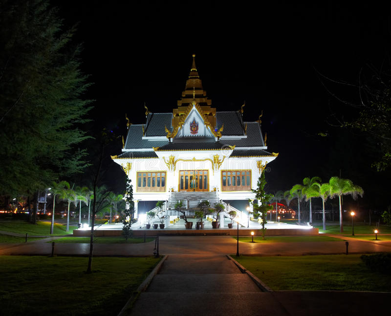 Templo de la noche foto de archivo