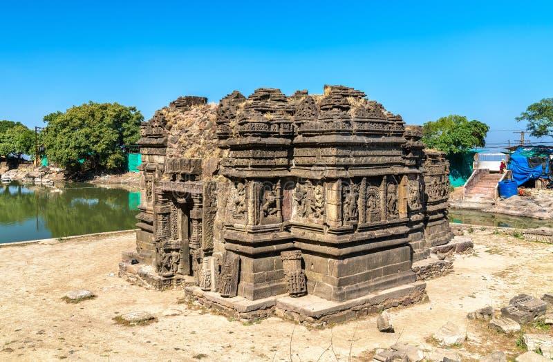 Templo de Lakulish e lago Chhashiyu no monte de Pavagadh - Gujarat, Índia foto de stock