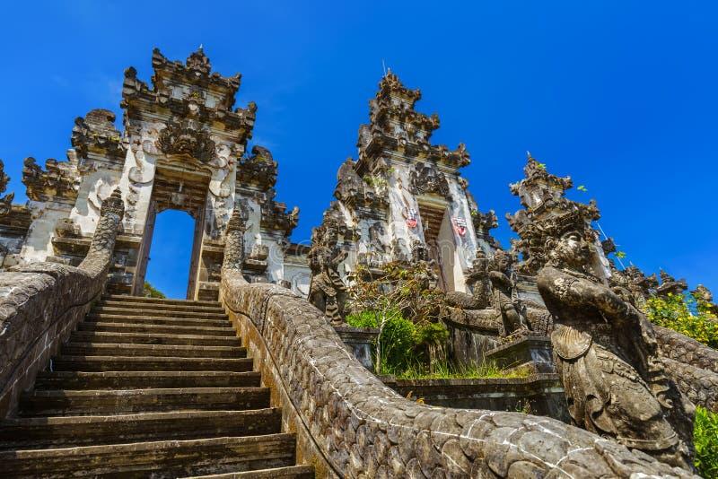 Templo de Lempuyang - ilha Indonésia de Bali fotos de stock royalty free