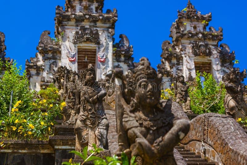 Templo de Lempuyang - ilha Indonésia de Bali foto de stock