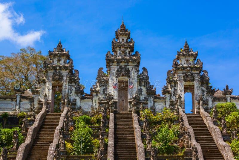 Templo de Lempuyang - ilha Indonésia de Bali fotos de stock