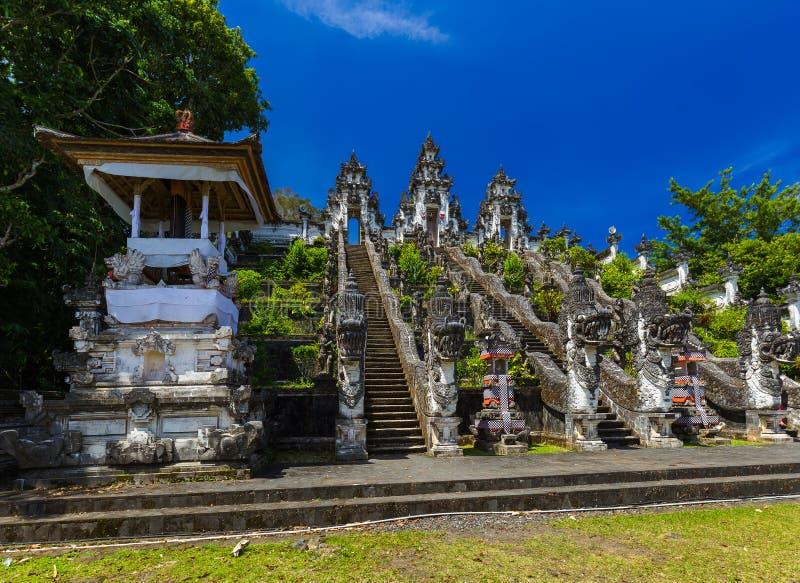 Templo de Lempuyang - ilha Indonésia de Bali imagens de stock royalty free