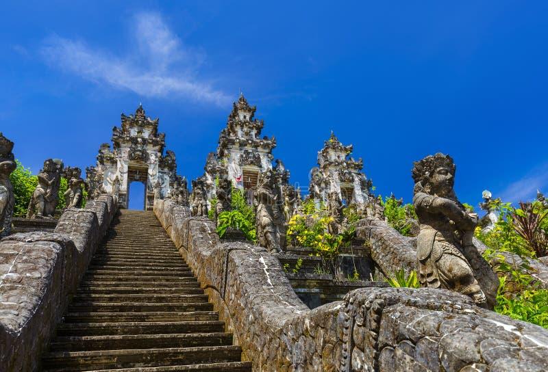 Templo de Lempuyang - ilha Indonésia de Bali foto de stock royalty free