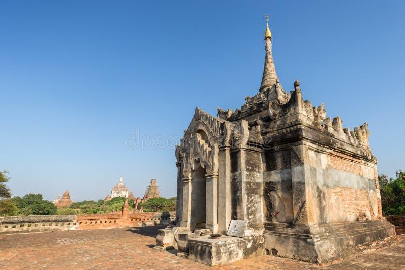 Download Templo De Mimalaung Kyaung Em Bagan Foto de Stock - Imagem de pagoda, daylight: 107529590