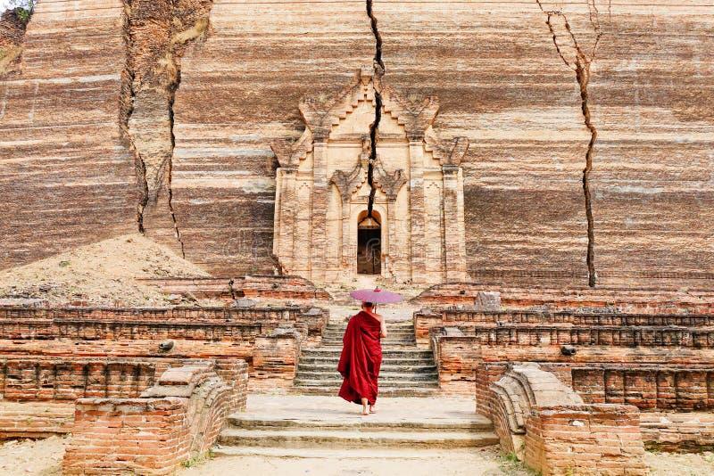 Templo de Mingun Pahtodawgyi em Mandalay, Myanmar imagem de stock royalty free