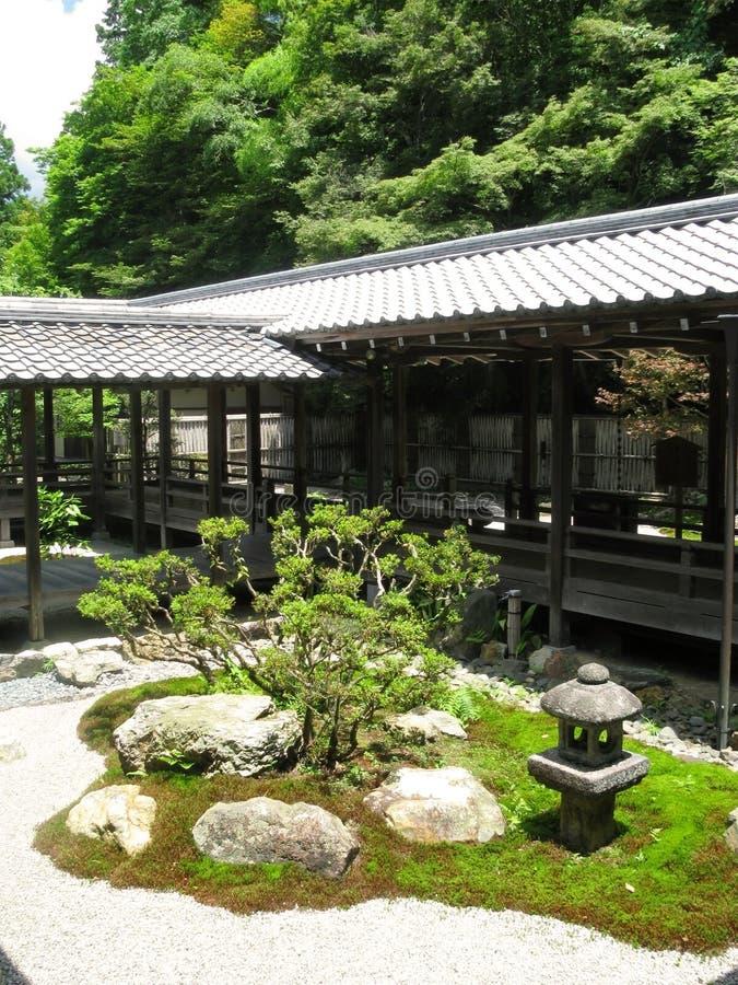 Templo de Nanzenji - caminos del exterior que conectan buldings fotografía de archivo libre de regalías