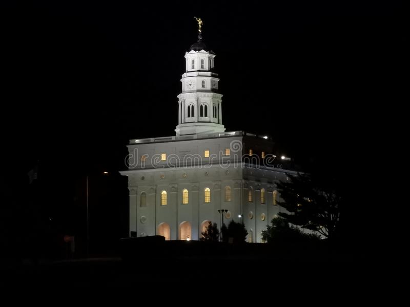 Templo de Nauvoo Illinois en la noche fotos de archivo