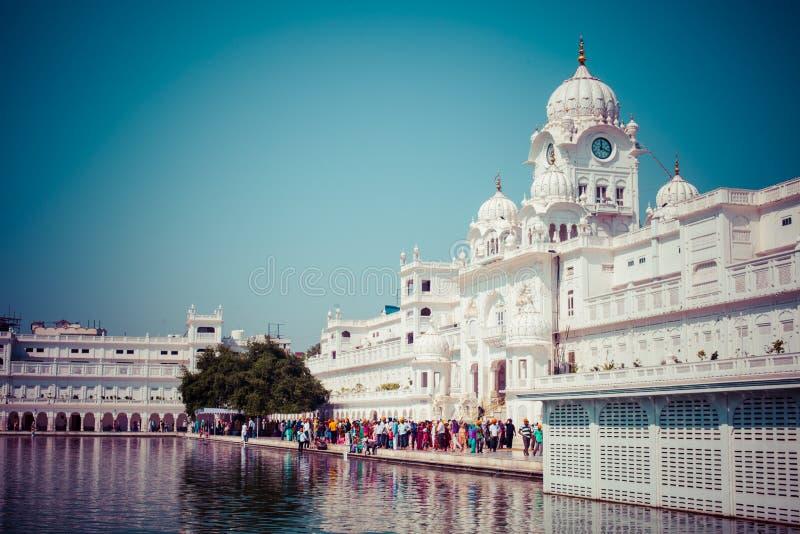 Templo de oro del gurdwara sikh (Harmandir Sahib). Amritsar, Punjab, la India imagen de archivo