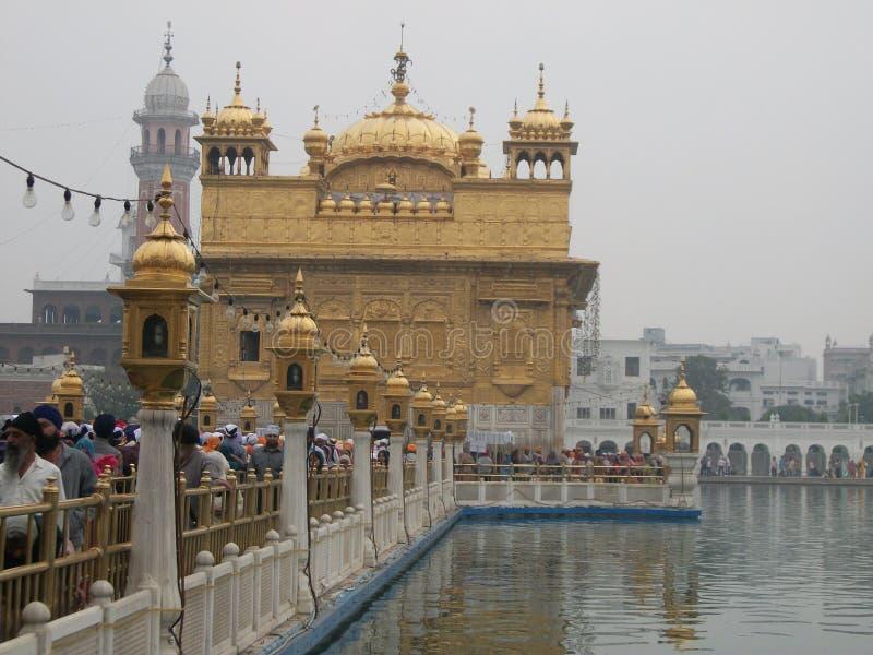 Templo de oro en Amritsar imagenes de archivo