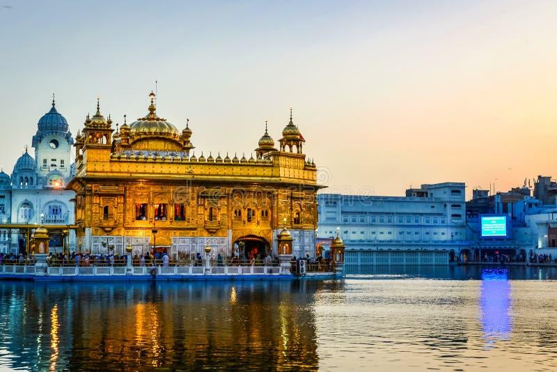 Templo de oro en Amritsar, Punjab imagenes de archivo