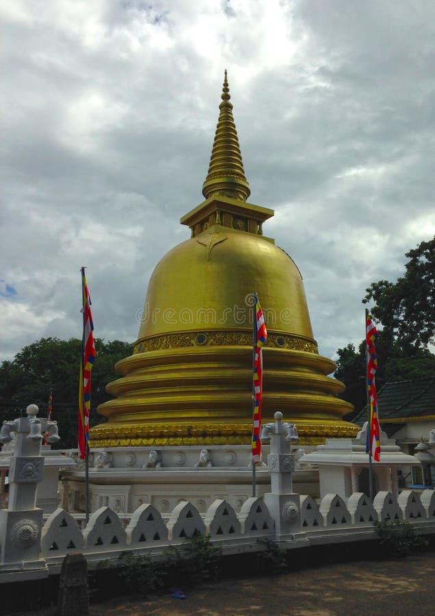 Templo de oro de Stupa de Dambulla imagenes de archivo