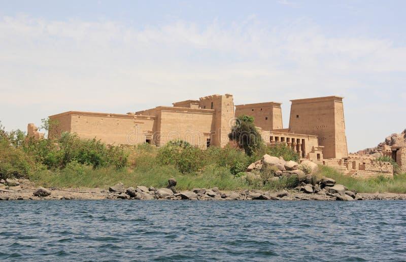 Templo de Philae en la isla de Agilkia según lo visto del Nilo Egipto foto de archivo