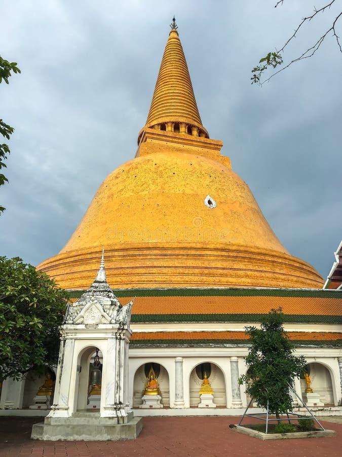 Templo de Phra Pathom Chedi imagenes de archivo