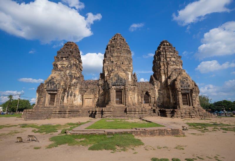 Templo de Phra Prang Sam Yot, arquitectura en Lopburi, Tailandia imagen de archivo